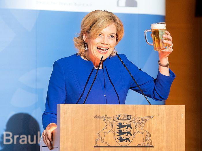 """Brauer ernennen Bundeslandwirtschaftsministerin Julia Klöckner zur neuen """"Botschafterin des Bieres"""""""
